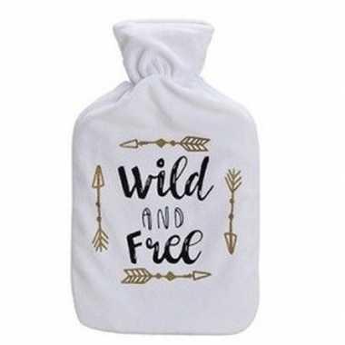 Warme kruik met witte fleece hoes met tekst wild and free 1 liter