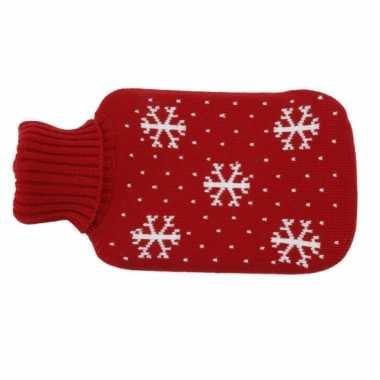 Warme rode kruik met sneeuwvlokken